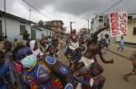 actors-in-abidjan-perform-for-ebola[1]