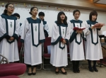 north-korean-defectors-sing-at-service[1]